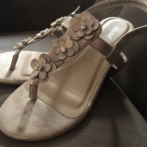 NWOB Shimmer Gold Flower Sandals With Wedge